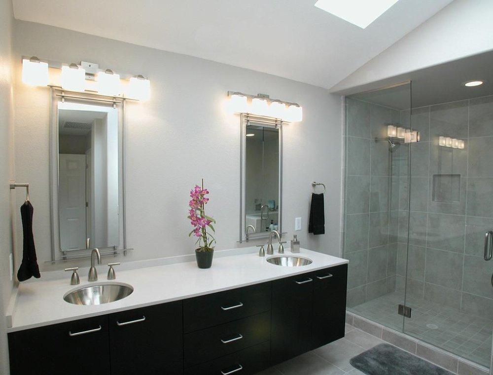 odpowiednio dobrane oświetlenie do łazienki