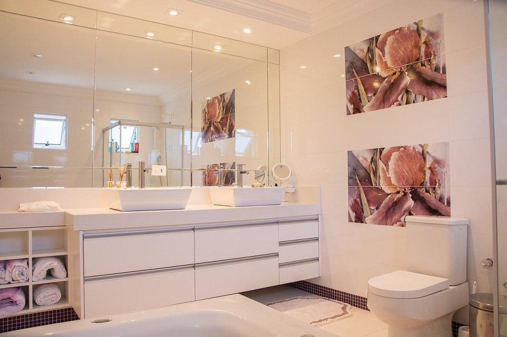 lustro w małej łazience