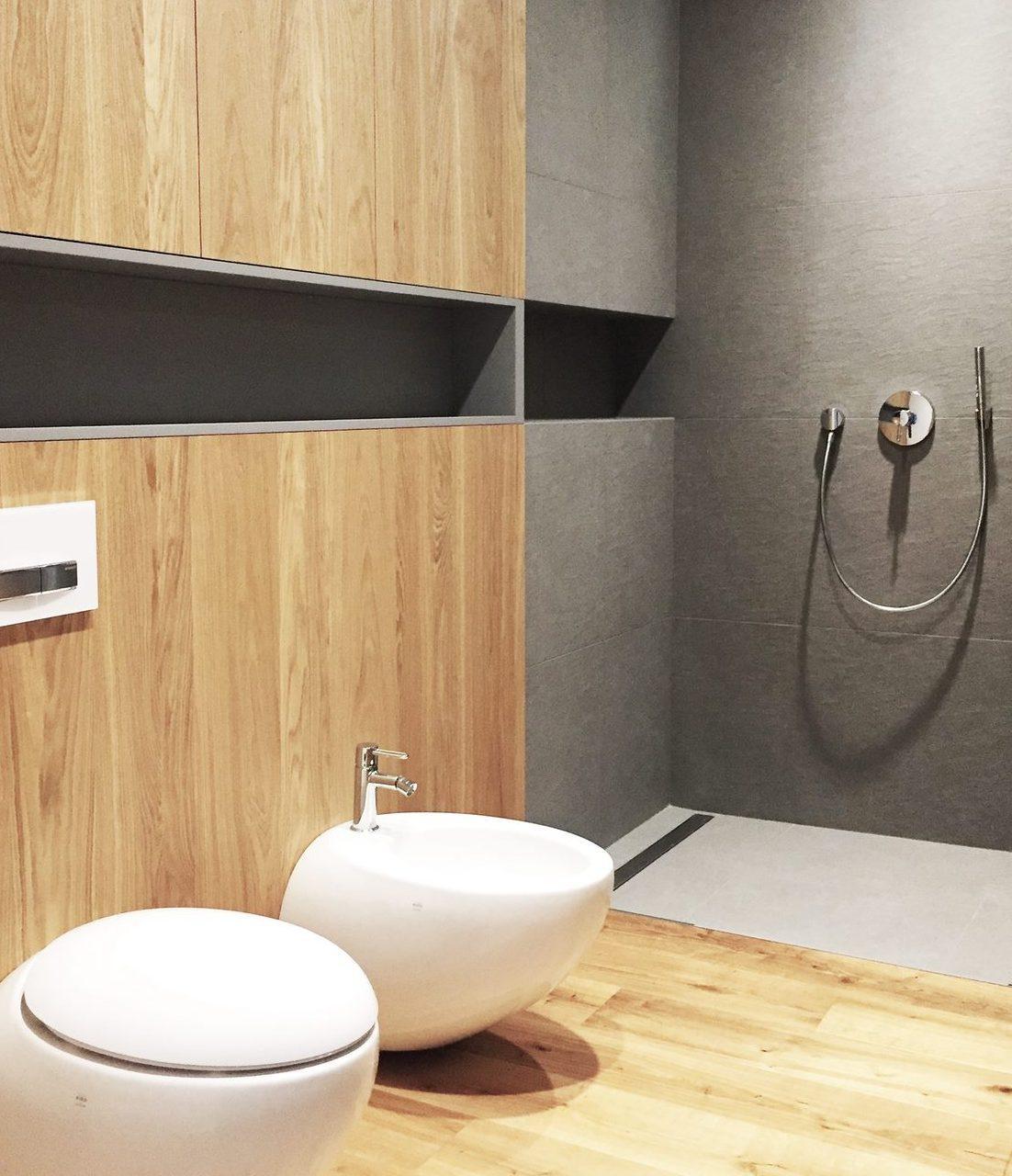 łazienka z motywem drewna