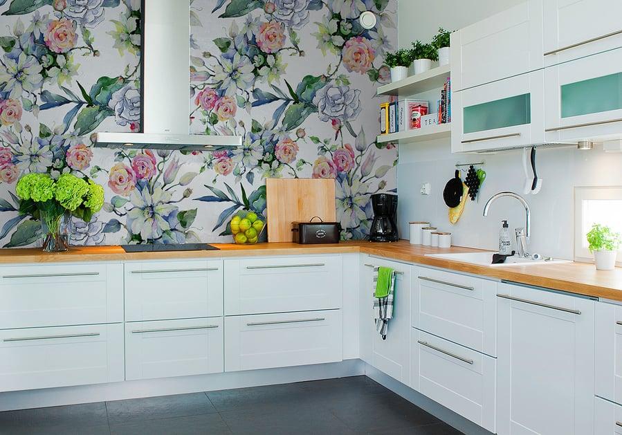 tapeta do kuchni z motywem kwiatowym