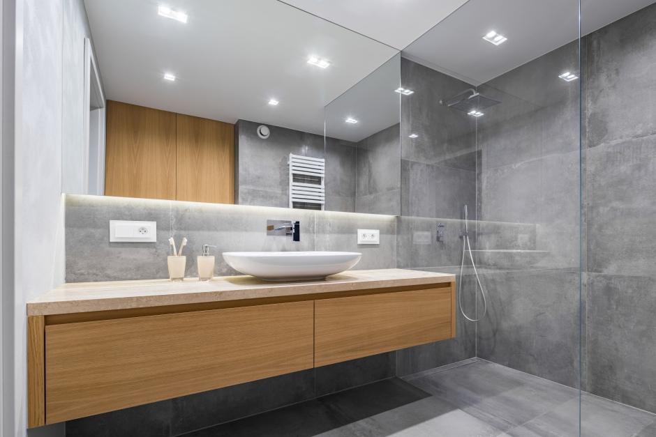 oświetlenie sufitu led w łazience