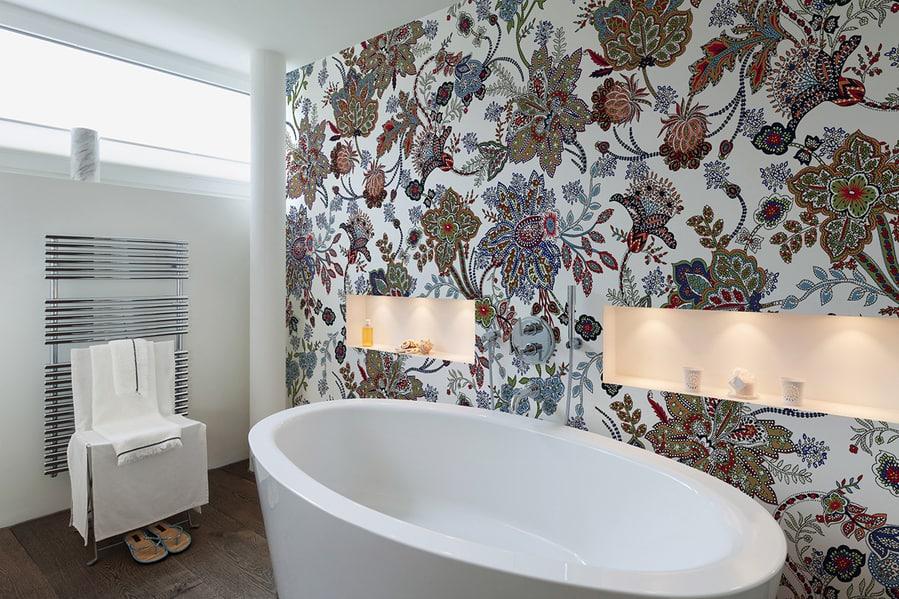 tapeta z kwiatowym motywem do łazienki